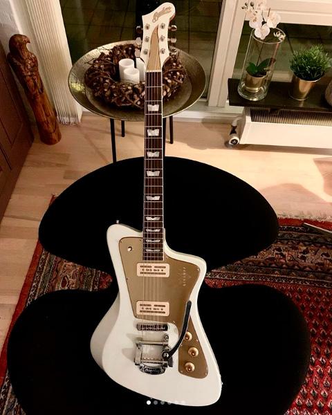 Kasper Falkenbergs guitar.